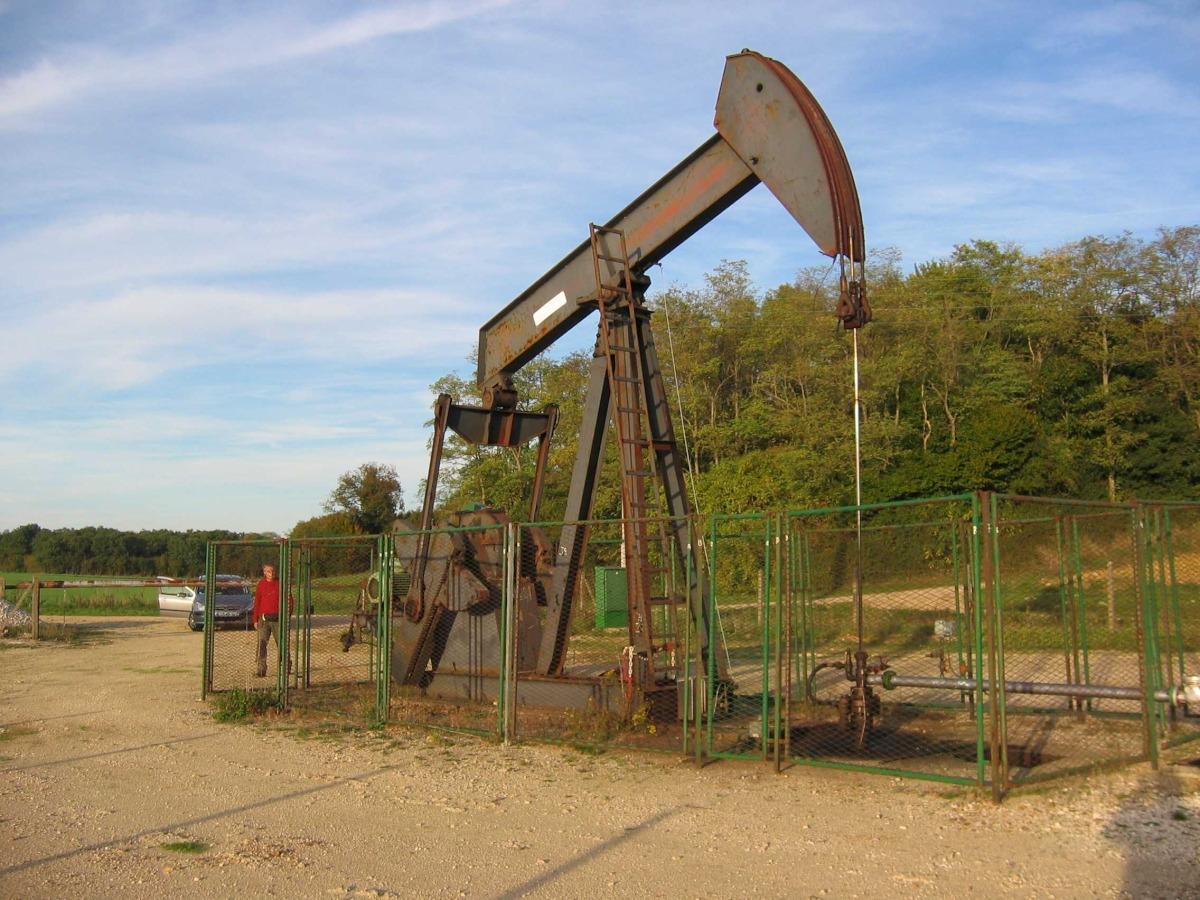 Extraction de p trole et de gaz siges seine normandie 2018 - Pompe a petrole ...